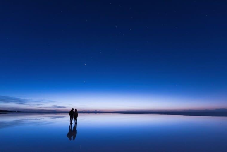 日の出直前のウユニ塩湖