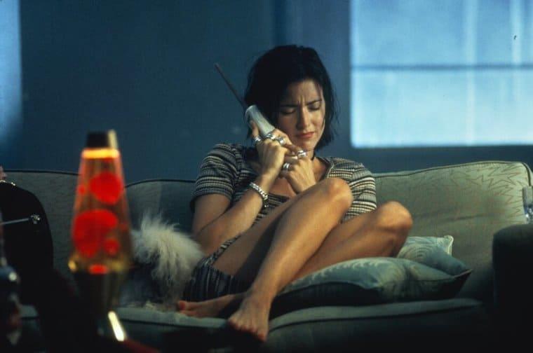 映画『バッドボーイズ』電話をかけるジュリー