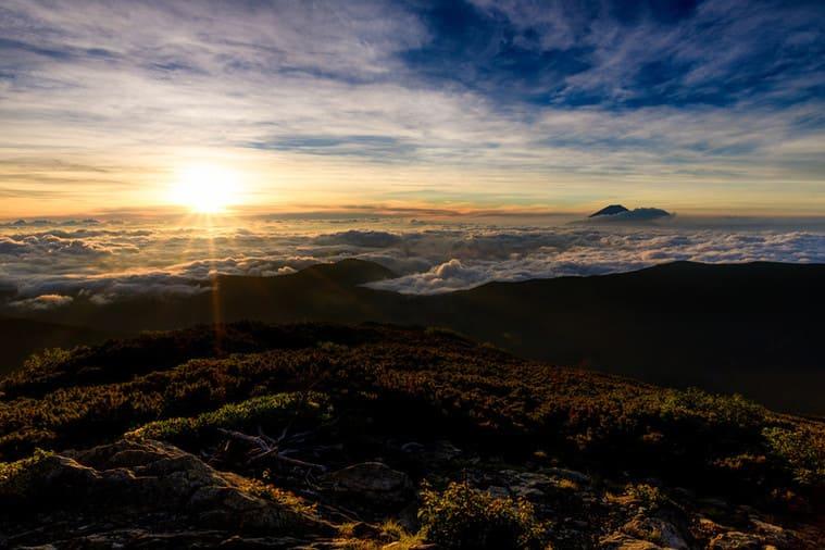 美しい朝日と雲海