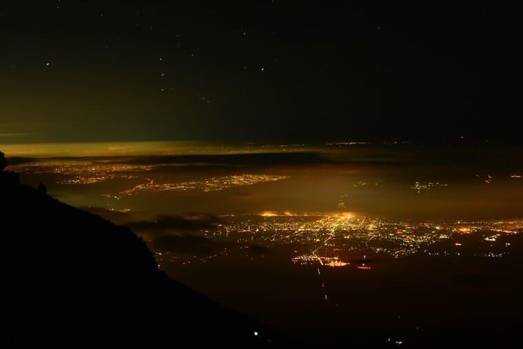 丘の上の美しい夜景