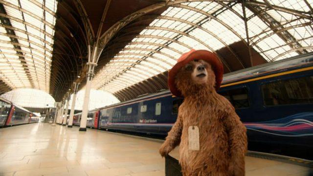 映画『パディントン』ロンドン駅に着いたパディントン