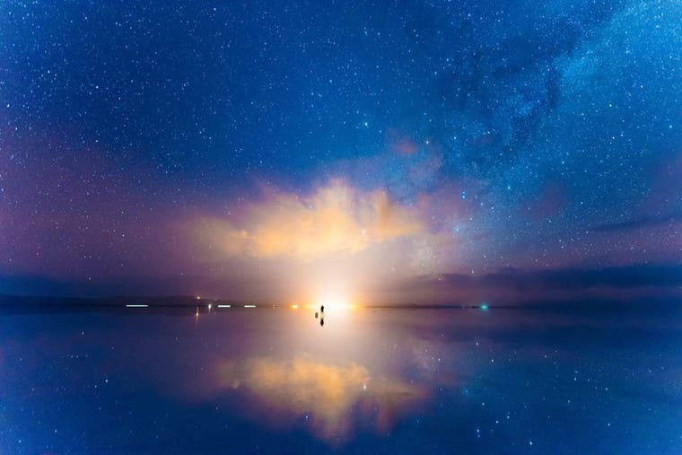 美しいウユニ塩湖の空