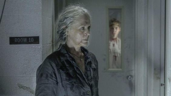 『ウォーキング・デッド』前を見つめるキャロル