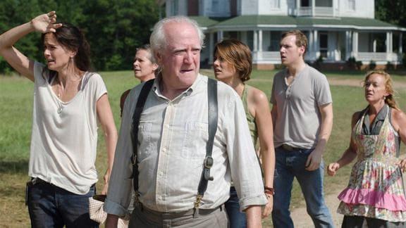 『ウォーキング・デッド』仲間たちと歩くハーシェル