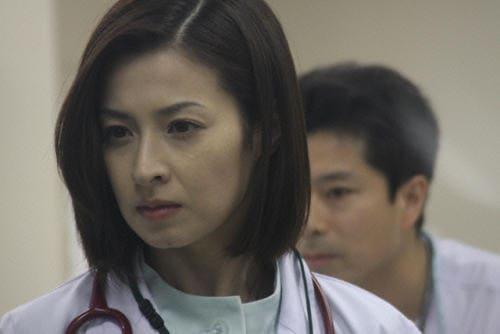 映画『感染列島』WHOメディカルオフィサーの栄子