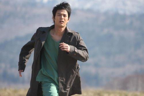 映画『感染列島』走る救命医の松岡