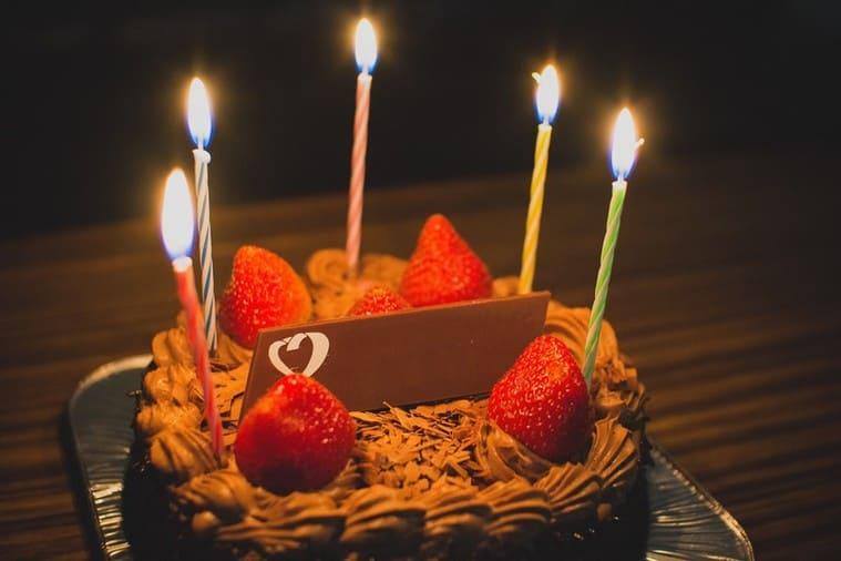 誕生日のお祝いケーキ