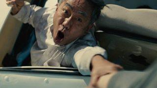 映画『いぬやしき』手を伸ばす主演の木梨憲武