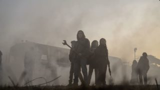 『ウォーキング・デッド:ワールド・ビヨンド』エンプティーに囲まれるアイリスたち