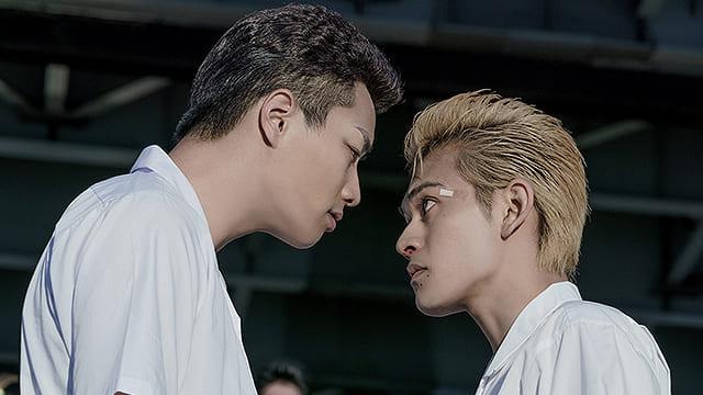 映画『東京リベンジャーズ』にらみ合うキヨマサとタケミチ