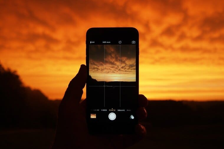 スマートフォンで撮る夕日